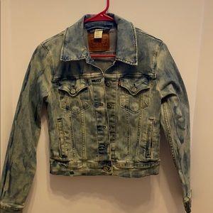 Women's stonewash Levi jean jacket